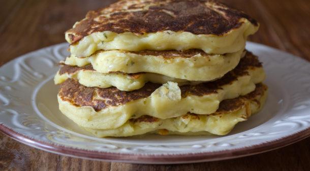 Frittelle di patate o pancake salati di patate soffici e gustosi - Cucinare patate americane ...